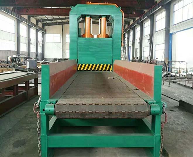waste metal shear with feeding conveyor