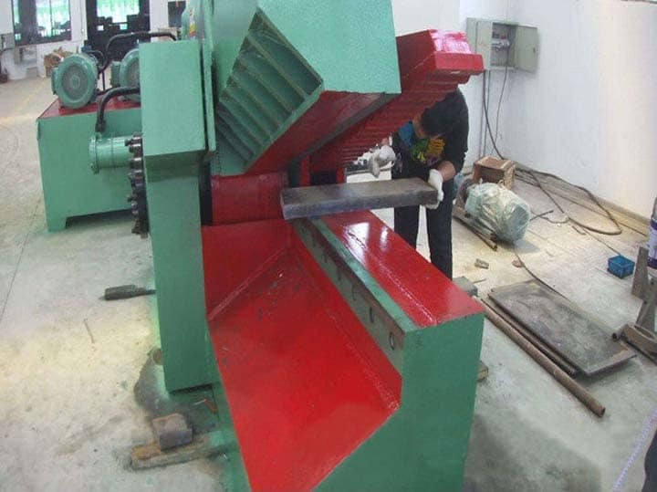 metal cutter for shearing steel sheets